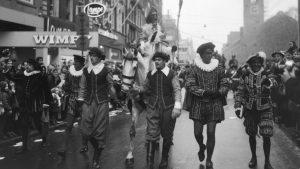 Intocht van Sinterklaas in 1965 op het Rokin in Amsterdam